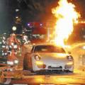 名古屋高速四谷インター出口で燃える車両 ポルシェ