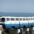 東京モノレールの開業時の「100形」の塗装を施した1000形車両