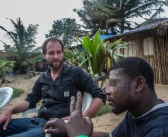 エボラ感染の米カメラマン、ツイッター再開 「体験をブログに」