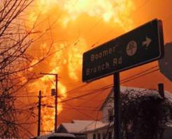 原油運搬列車30両が脱線-爆発炎上-アメリカ